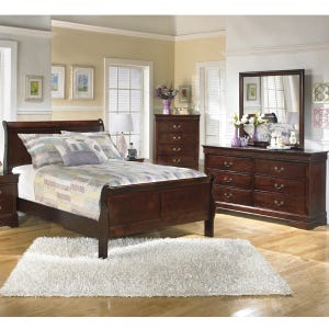 Ashley Ash-Louie Traditional Queen Bedroom Set