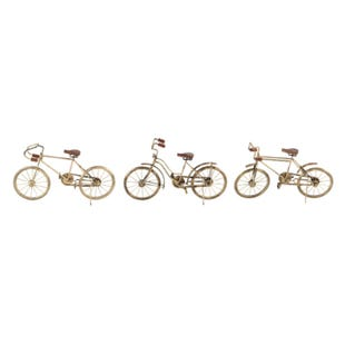 Asstorted Vintage Bicycle Decor