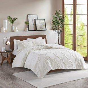 Darcy White Geometric Chenille 3 Piece King Comforter Set