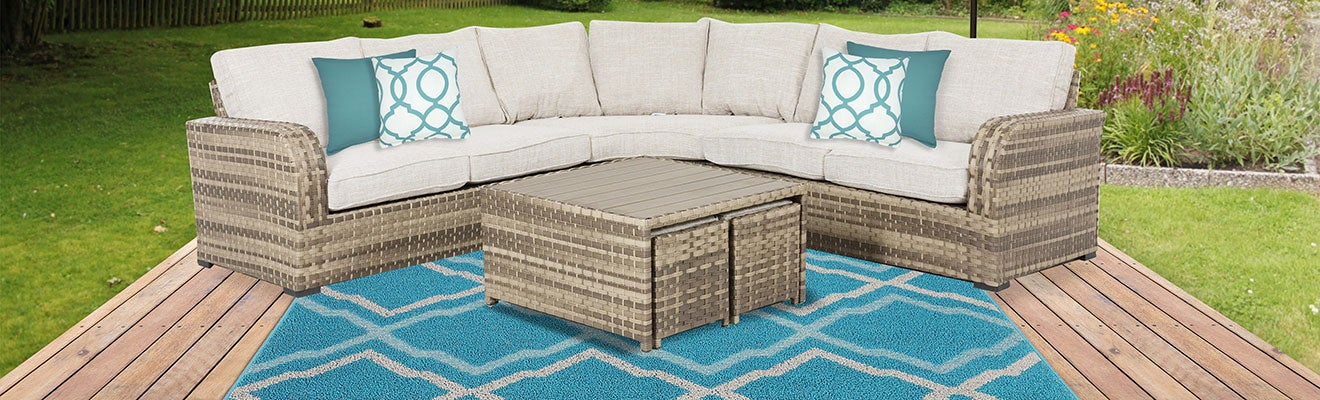Beige & Teal Outdoor Patio Lounge Idea