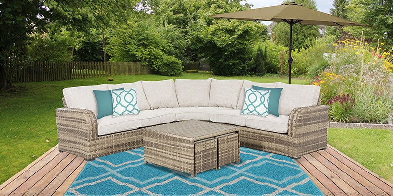 Relaxing Outdoor Patio Lounge